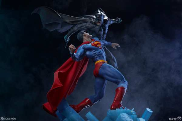 dc-comics-batman-vs-superman-diorama-sideshow-200539-26