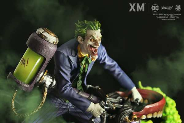 xm-studios-the-joker-rebirth-series-sixth-scale-statue-img01
