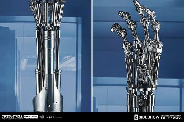 terminator2-judgment-day-t-800-endoskeleton-arm-and-brain-chip-collectible-set-sideshow-400355-12