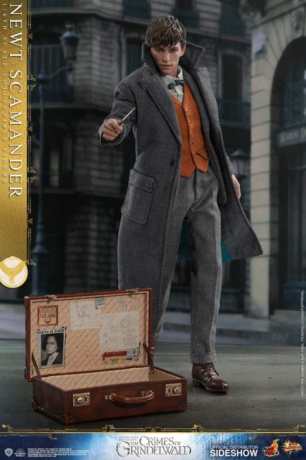 fantastic-beasts-the-crimes-of-grindwald-newt-scamander-sixth-scale-figure-hot-toys-904194-01