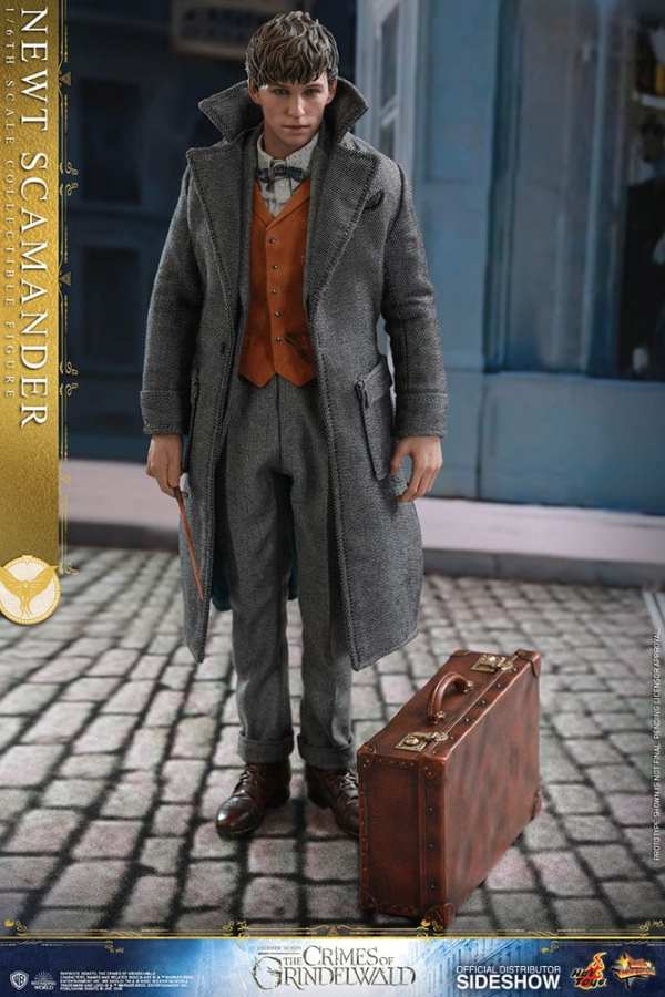 fantastic-beasts-the-crimes-of-grindwald-newt-scamander-sixth-scale-figure-hot-toys-904194-02