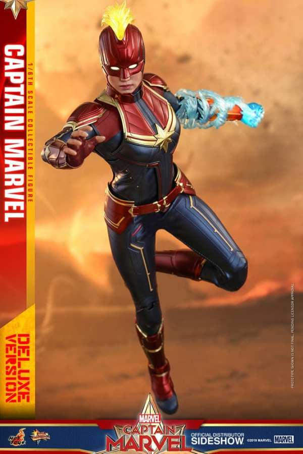 captain-marvel-deluxe-version-1-6-scale-figure-hot-toys-img02