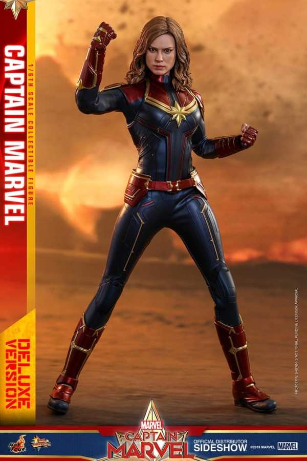 captain-marvel-deluxe-version-1-6-scale-figure-hot-toys-img05