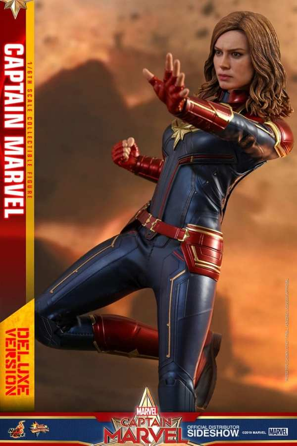 captain-marvel-deluxe-version-1-6-scale-figure-hot-toys-img06