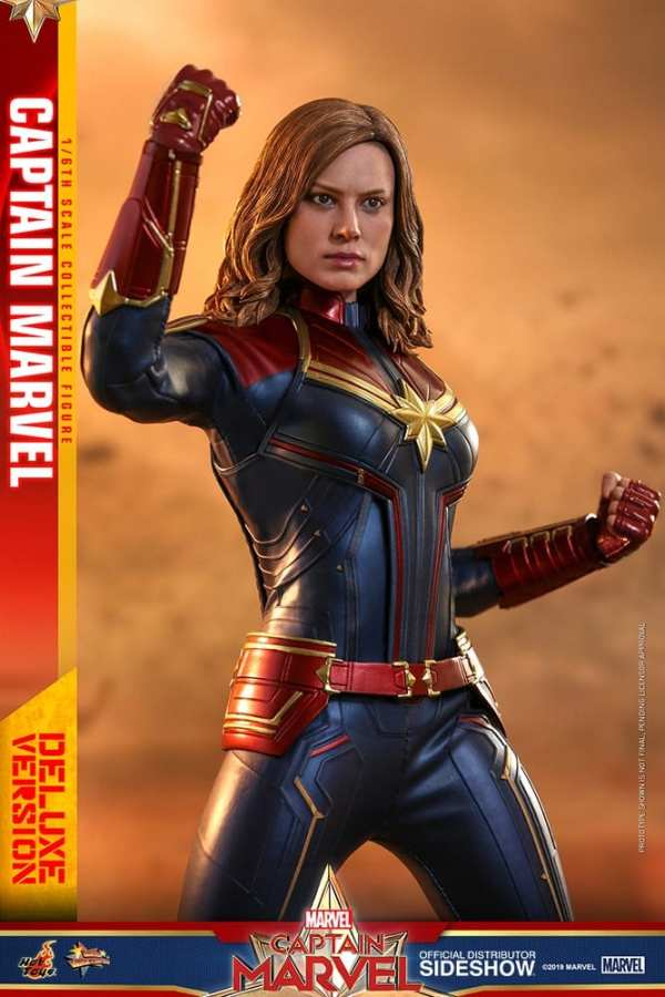 captain-marvel-deluxe-version-1-6-scale-figure-hot-toys-img08