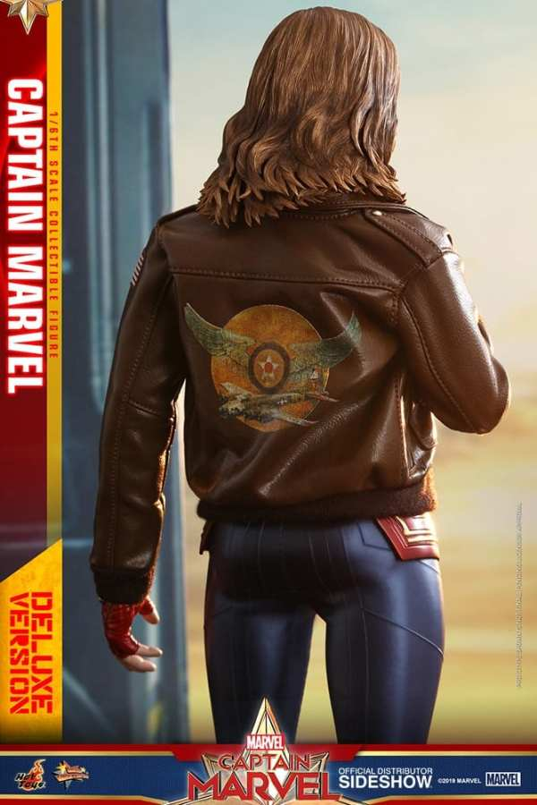 captain-marvel-deluxe-version-1-6-scale-figure-hot-toys-img12
