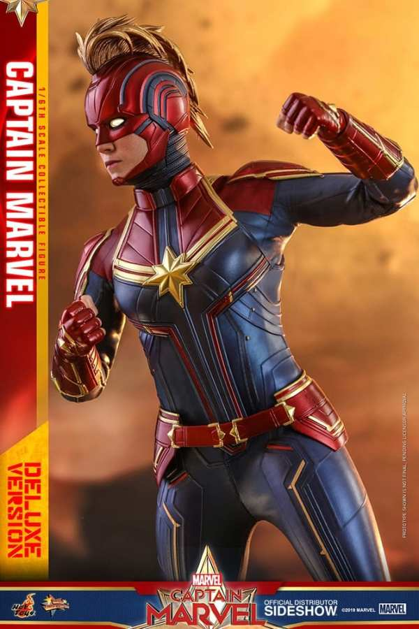 captain-marvel-deluxe-version-1-6-scale-figure-hot-toys-img13