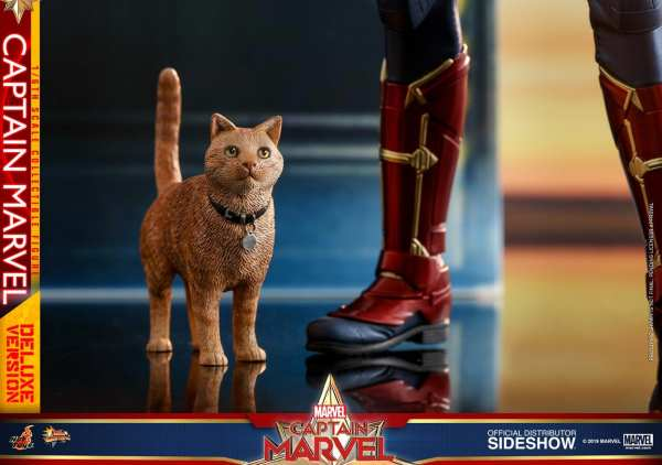 captain-marvel-deluxe-version-1-6-scale-figure-hot-toys-img22