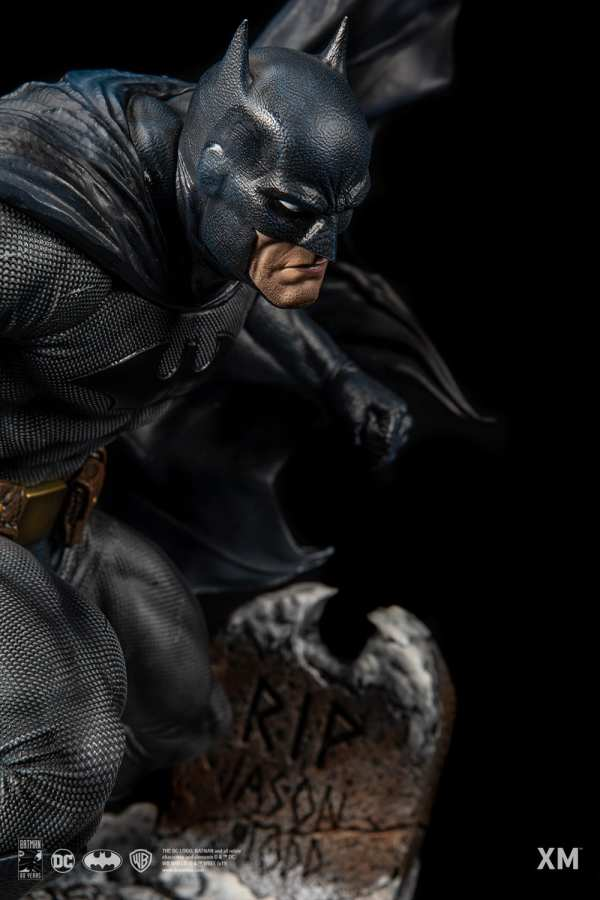 xm-studios-batman-hush-1-6-scale-statue-iconic-cover-art-dc-comics-img13