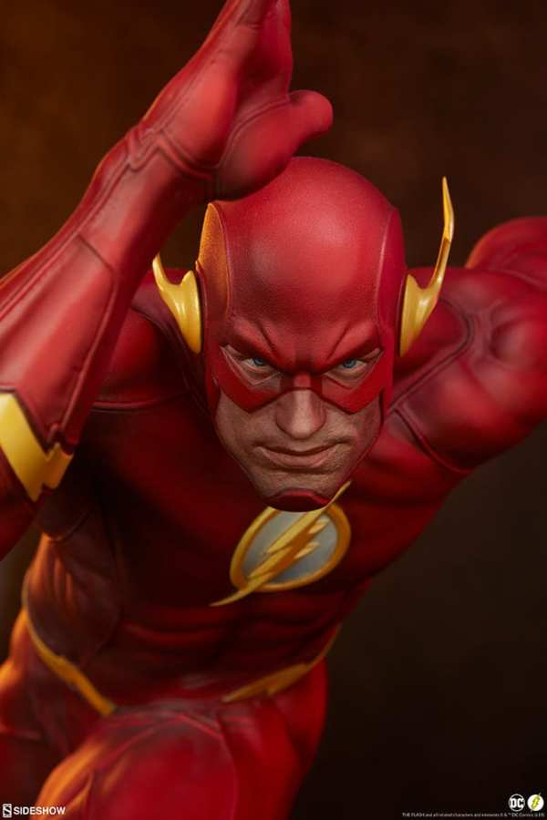 sideshow-collectibles-the-flash-premium-format-figure-dc-comics-statue-img02