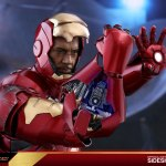 hot-toys-iron-man-mark-iii-quarter-scale-figure-1-4-scale-iron-man-collectibles-img11