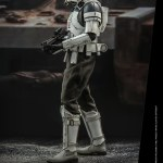 hot-toys-assault-tank-commander-sixth-scale-figure-star-wars-rogue-one-mms-587-img03
