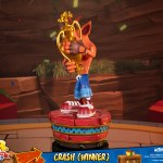 first-4-figures-crash-winner-standard-edition-statue-CTR-team-racing-nitro-fueled-collectibles-img03