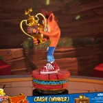 first-4-figures-crash-winner-standard-edition-statue-CTR-team-racing-nitro-fueled-collectibles-img04