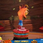first-4-figures-crash-winner-standard-edition-statue-CTR-team-racing-nitro-fueled-collectibles-img07
