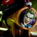 sideshow-collectibles-harley-quinn-and-the-joker-diorama-statue-dc-comics-img04