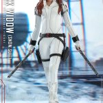 hot-toys-black-widow-snow-suit-sixth-scale-figure-marvel-collectibles-mms-601-img04