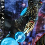 hot-toys-spider-man-black-gold-suit-sixth-scale-figure-spider-man-no-way-home-mms-604-img05
