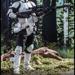 hot-toys-scout-trooper-sixth-scale-figure-star-wars-return-of-the-jedi-mms-611-img04
