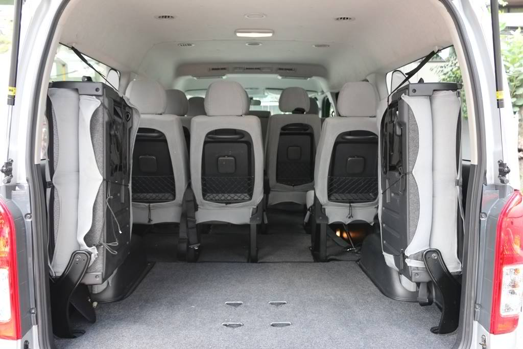 Hiace Grandia interior-back