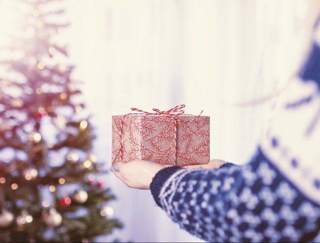 christmas gifts emotions surprise HOW TO HIT WITH GIFTS?