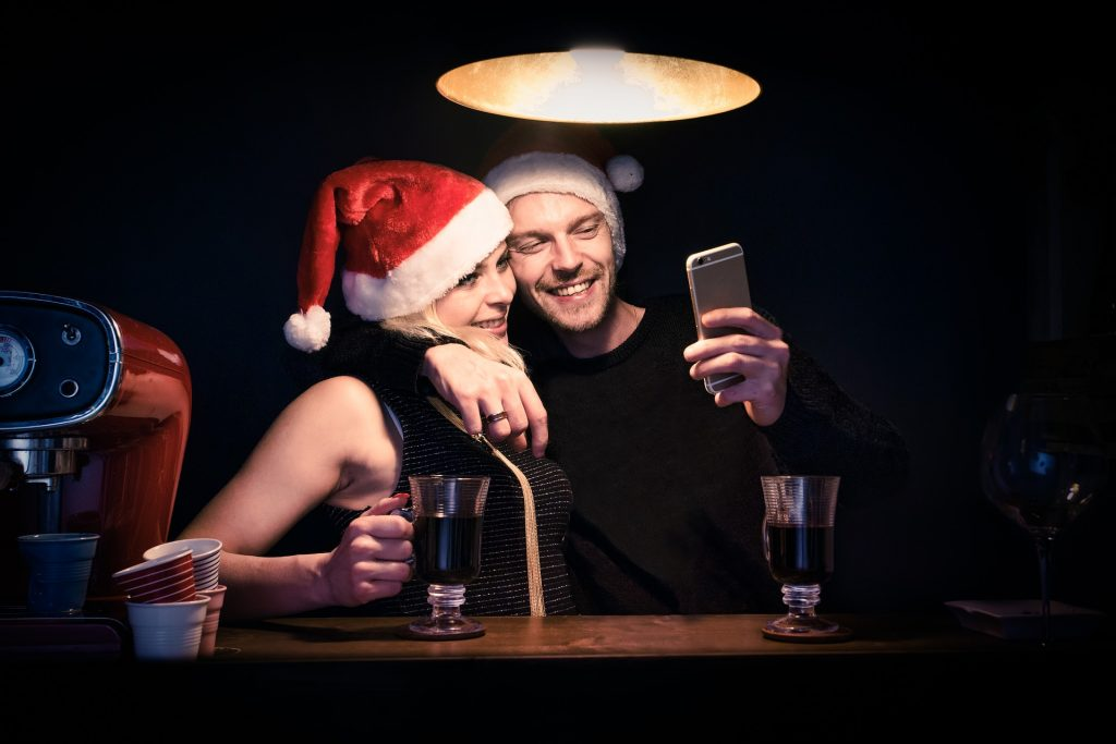 christmas enjoy partner COUPLE INCOMPRENSIONS IN CHRISTMAS
