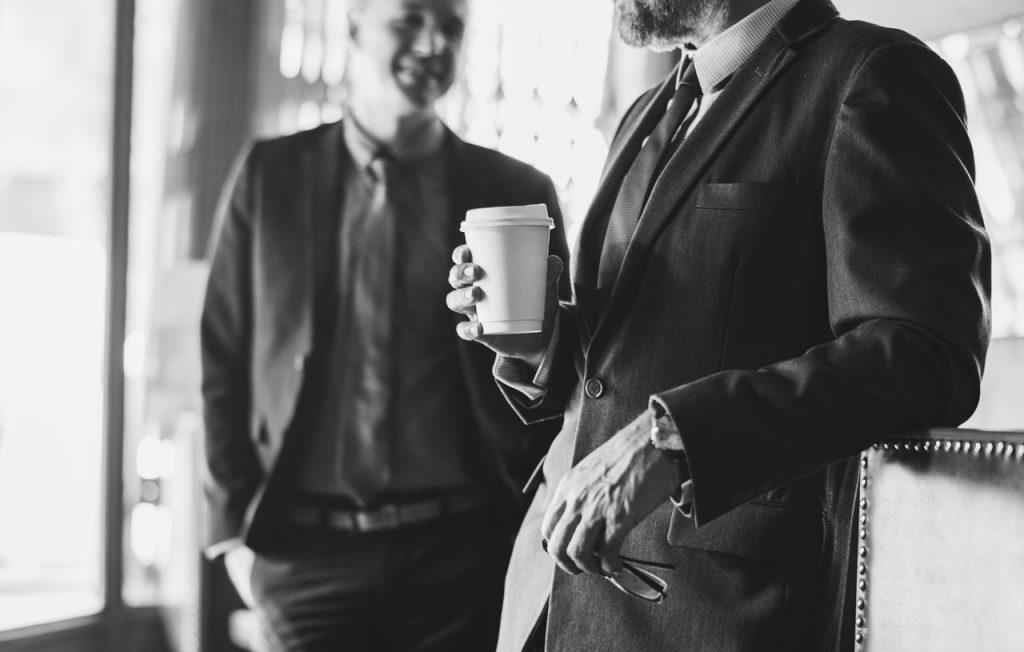 uomini conversazione