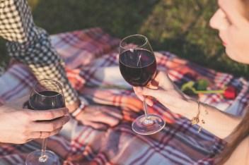 amore innamorare appuntamento romantico conquistare  partner vino comer GUIDA ALL'AMORE: COME CONQUISTARE UNA DONNA
