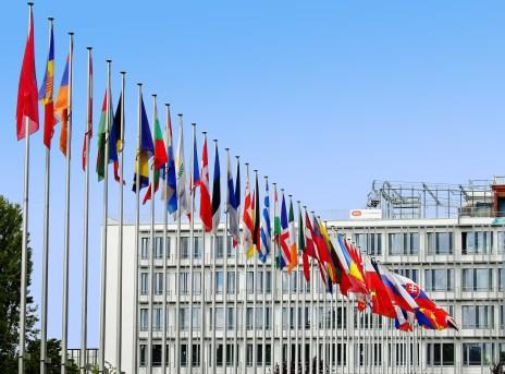 bandiere europa EUROPA LAVORA IN UN CODICE ETICO SULL'INTELLIGENZA ARTIFICIALE