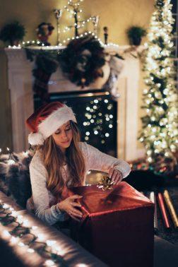 Natale regalo festa CURIOSITÀ E TRUCCHI DELLA  PSICOLOGIADEL REGALO