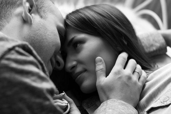 amore innamorare appuntamento romantico conquistare  partner sguardo GUIDA ALL'AMORE: COME CONQUISTARE UNA DONNA