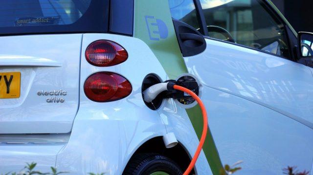 coche eléctrico recarga electricidad  energia  SOS TIERRA