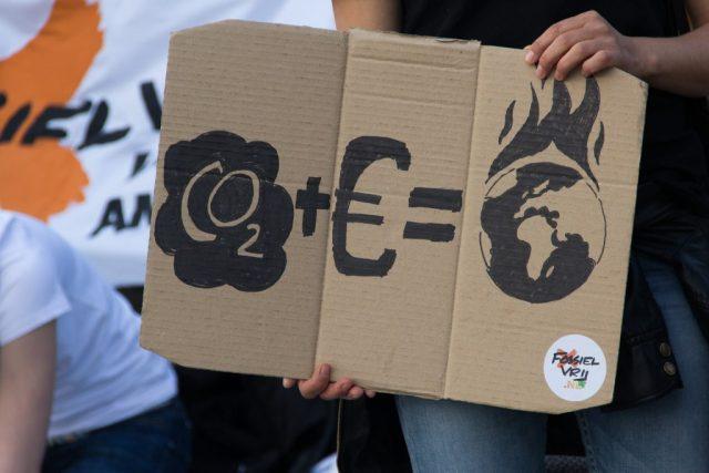 co2 cambio climático clima destrucción planeta dinero ambición contaminación  SOS TIERRA