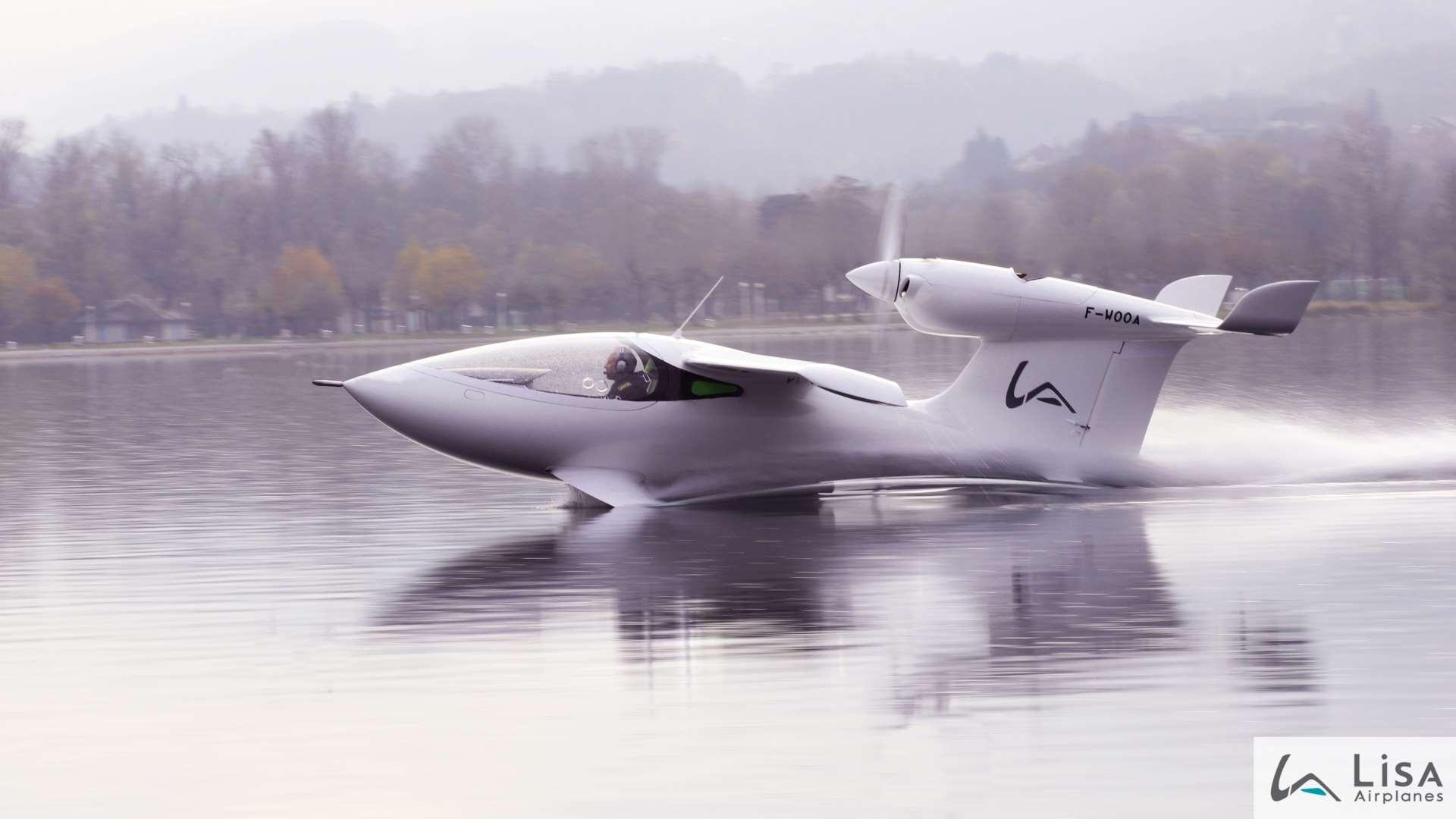 The Lisa Akoya Airplane