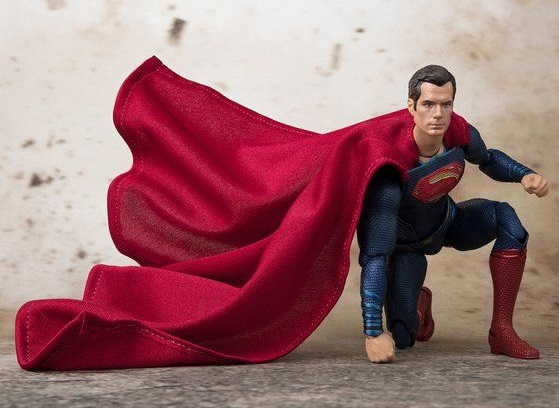 s-h-figuarts-superman-justice-league-6