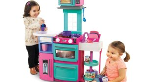 7 Ultimate Toy Kitchen Sets For Kids Up To 7 Years Old