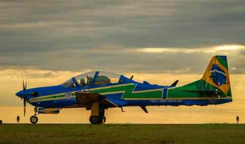 Avião da Esquadrilha da Fumaça super tucano