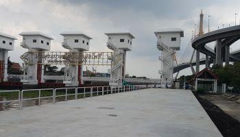 Lat Pho Retaining Platform