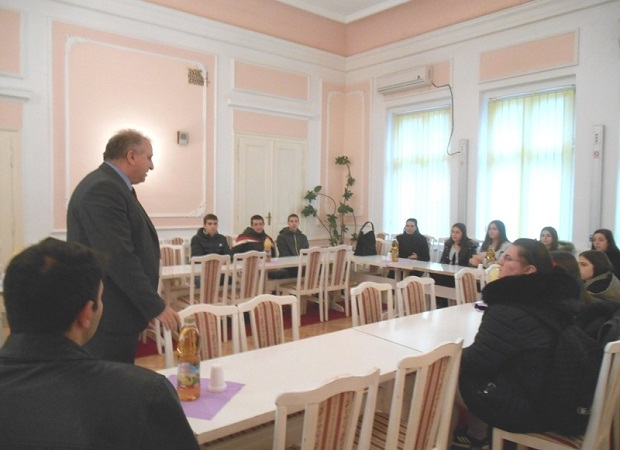 Photo of VELIKO GRADIŠTE: Srednjoškolci na času građanskog vaspitanja kod predsednika opštine (FOTO)