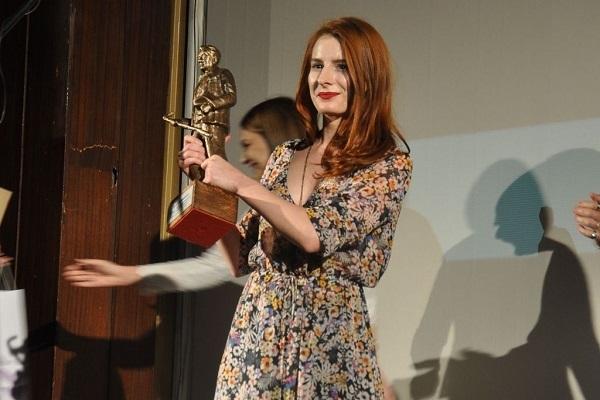 Photo of Hana Selimović, nagradu posvetila studentima koji protestvuju!