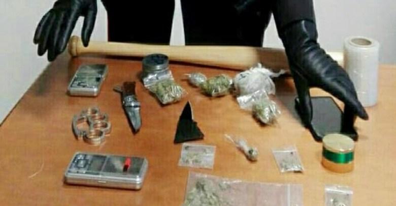 Photo of UHAPŠEN PETROVČANIN U VIĆENCI: Policija zaplenila više od 40 grama marihuane, dva noža, bezbol palicu i ručni bokser