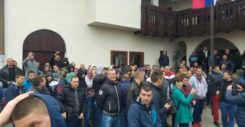 Photo of IZGLASANA OSTAVKA SIMOVIĆA: Završen protest u Grockoj, posle burnog verbalnog sukoba SZS i pristalica SNS