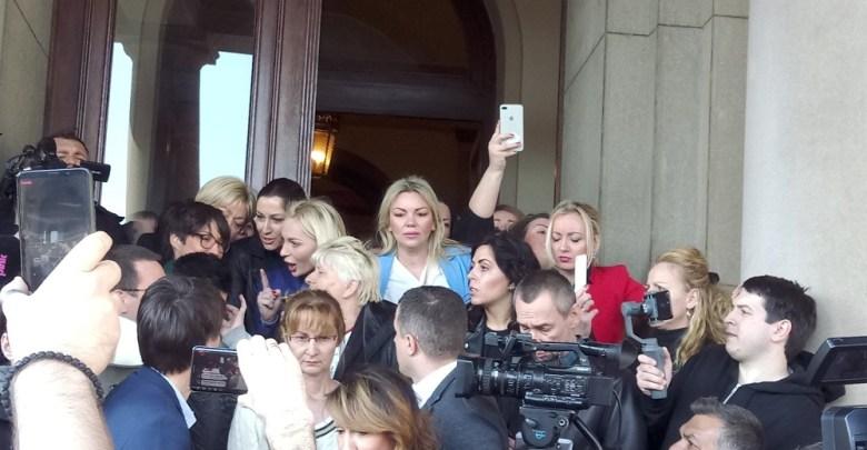 Photo of ŽENE, MAJKE, FAŠISTI: Dragi Vučko, ako nisu u zatvoru, niko nema pravo da ih naziva fašistima, pa čak ni ti! (VIDEO)