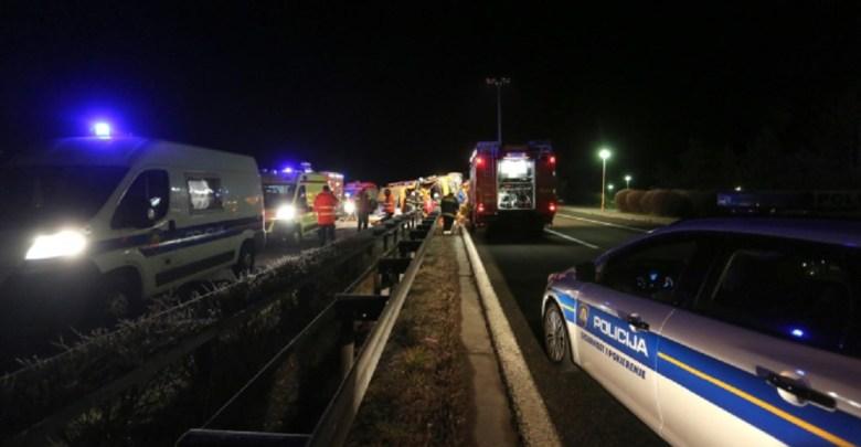 Photo of TRAGEDIJA NA AUTOPUTU U HRVATSKOJ: Poginule četri osobe iz Srbije, među njima i dete (VIDEO)