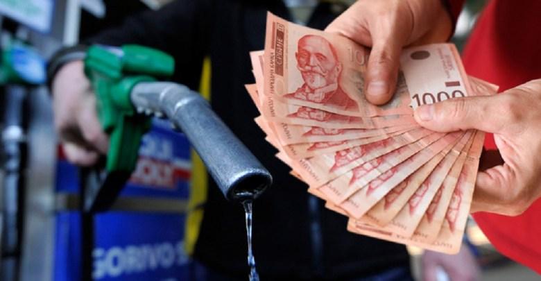 Photo of NAFTA ZA 3 MESECA POSKUPELA 130 ODSTO: Benzin i dizel u julu poskupeli pet dinara po litru