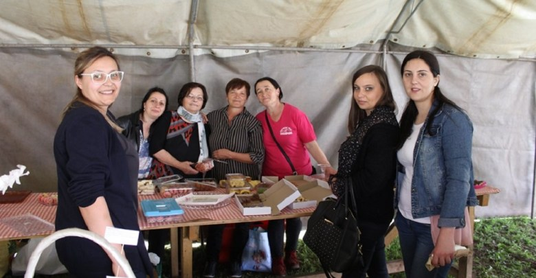 Photo of PRIJATELJSTVO I DRUŽENJE: Topolovčanke predstavile tradicionalne vlaške specijalitete (FOTO)