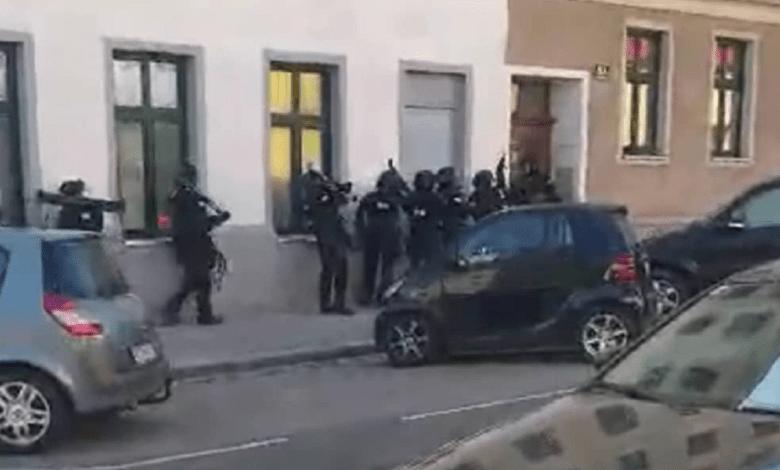 Photo of BEŽAO OD POLICIJE, PUCAO IZ KOLA, PA SE UBIO: Srbin u Beču pucao sebi u glavu tokom hapšenja