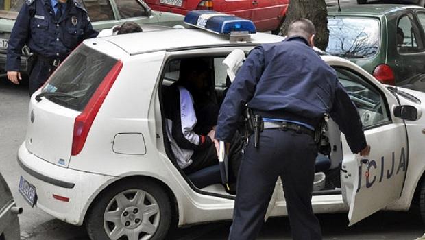 Photo of DEKI UKRALI 1.200 EVRA UŠTEĐEVINE: Uhapšena u Zaječaru dva muškarca iz Požarevca!