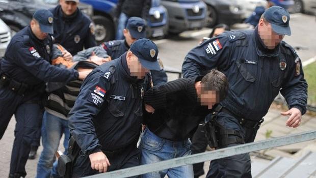 Photo of PRETUKLI JE I NA SILU ODVELI: Otac i sin iz sela Bobovo kidnapovali Rumunku!