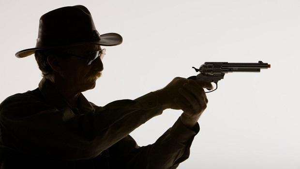 Photo of NIKO NE SME NI DA PISNE: Policija i tužilašto na platnom spisku lokalnog šerifa iz Žagubice